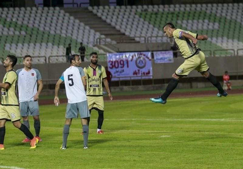 لیگ دسته اول فوتبال، پیروزی قشقایی مقابل مشکی پوشانِ 9 نفره و برتری گل گهر برابر خونه به خونه در دیداری پرحاشیه